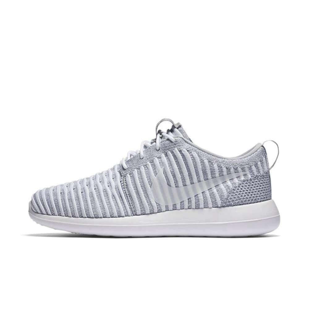 best loved e77e2 cd684 Nike Womens Roshe Two Flyknit Fabric Low