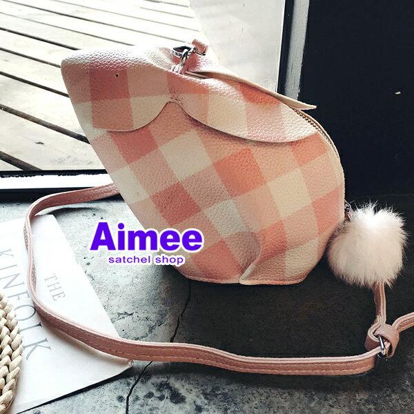 【預購】【Aimee】寵物女孩甜美可愛菱格子格紋‧斜背兔子包包‧手拿包化妝包收納包側背包肩背包晚宴包手機袋娃娃包毛球包情人節禮