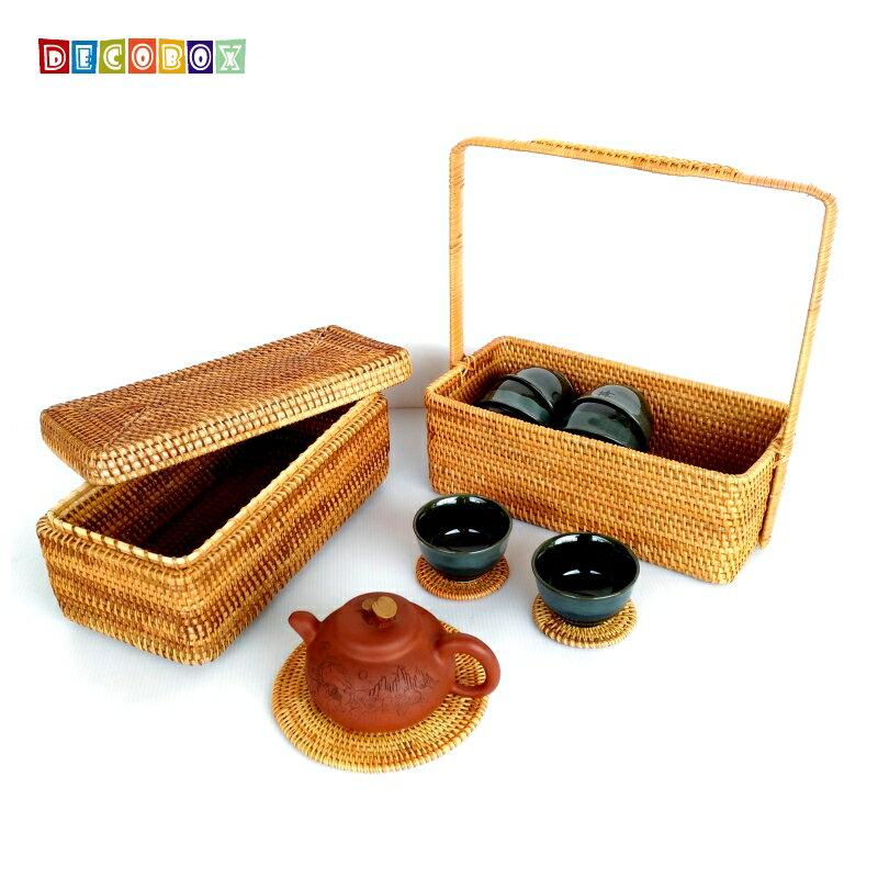 <br/><br/>  DecoBox藤編長方雙層大提籃(不含杯墊與拍攝用的茶壺茶杯)<br/><br/>