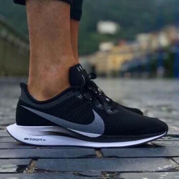 【日本海外代購】Nike Zoom Pegasus Turbo 飛馬 黑白 休閒鞋 厚底 慢跑鞋 基本款 男女鞋 AJ4114 001