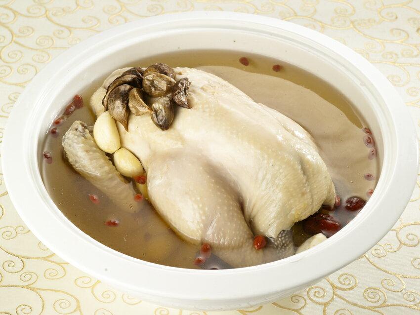黑蒜頭燉土雞