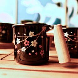 【【蘋果戶外】】Truvii 趣味 400ml 夜櫻 山毛櫸 感溫變色杯 木柄琺瑯杯 木燈 營燈 台灣設計師作品 蜂蠟油 光罩 抗菌餐具