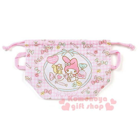 〔小禮堂〕美樂蒂 日製束口便當袋《粉格紋.側坐.糖果滿版》兩側有提帶