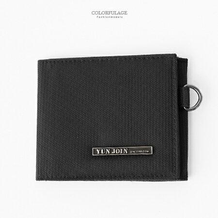 皮夾 鐵牌英文字黑色輕巧尼龍對折暗扣式短夾 背面零錢袋設計 柒彩年代【NW455】收納小配件