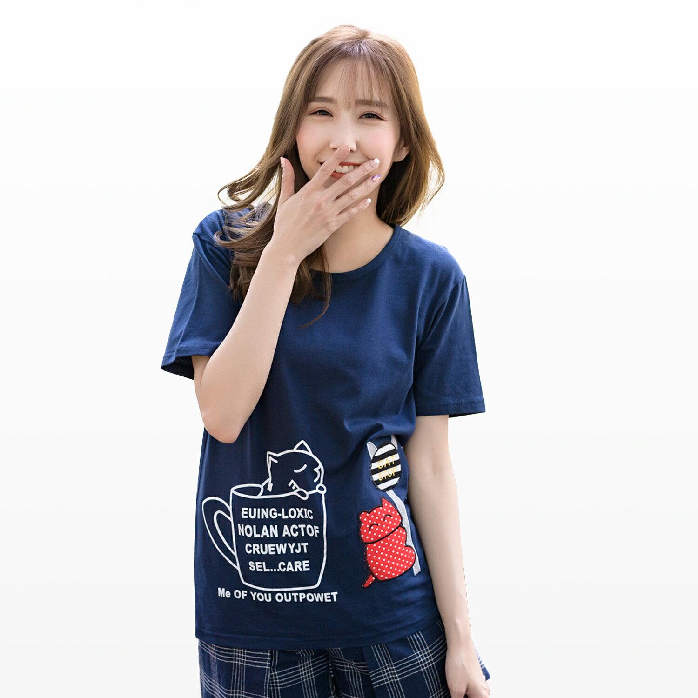 T恤--活潑俏皮休閒可愛貓咪咖啡杯印圖點點貓站牌貼布T恤(黑.藍XL-5L)-T198眼圈熊中大尺碼 1