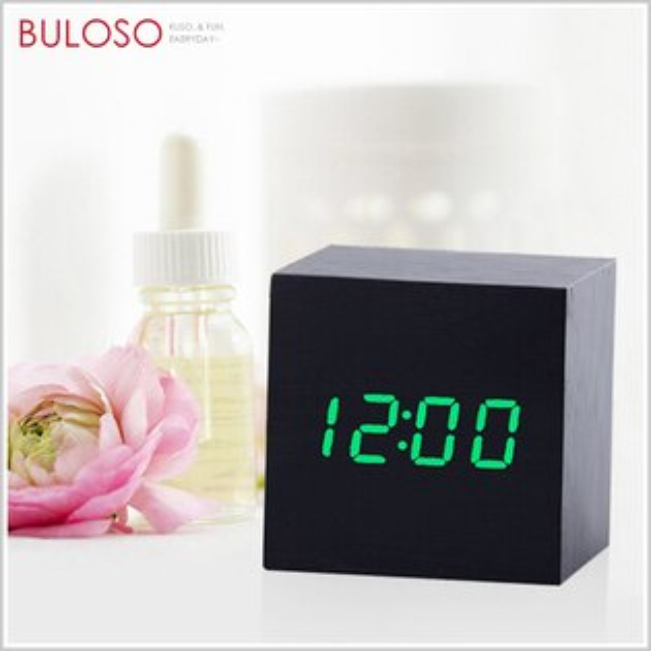 《不囉唆》復古LED聲控木頭電子鐘-小正方時鐘鬧鐘桌面床頭擺飾(可挑款色)【A421736】