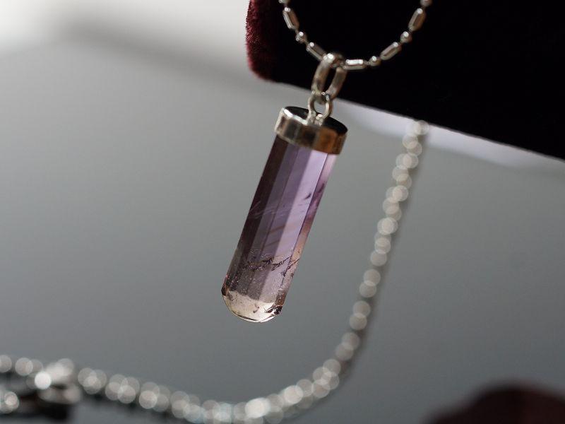 銀飾花蓋 / 紫黃晶墜飾 光彩奪目,惹人注目的寶石。M264