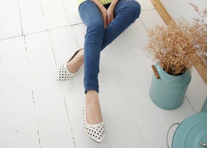 Pyf ♥ 新款 扇形洞洞 簍空 白色 氣質甜美 上班鞋 尖頭平底鞋 40-42 中大尺碼女鞋