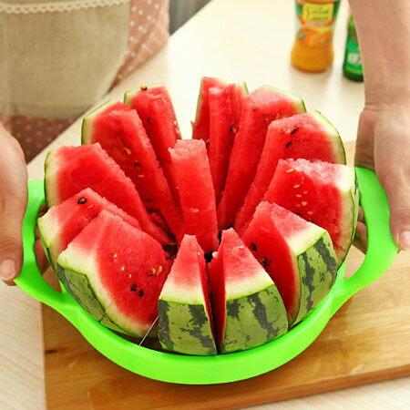 居家 不鏽鋼切西瓜神器 ^(顏色 ^) 水果切片器 哈密瓜分割器 懶人西瓜刀~N20065