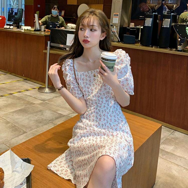 碎花洋裝 赫本風裙子夏季2021新款法式復古氣質碎花溫柔風方領顯瘦連身裙女