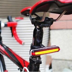 美麗大街【105011325】自行車後車燈 單車燈 可旋轉LED燈 (USB充電頭燈)