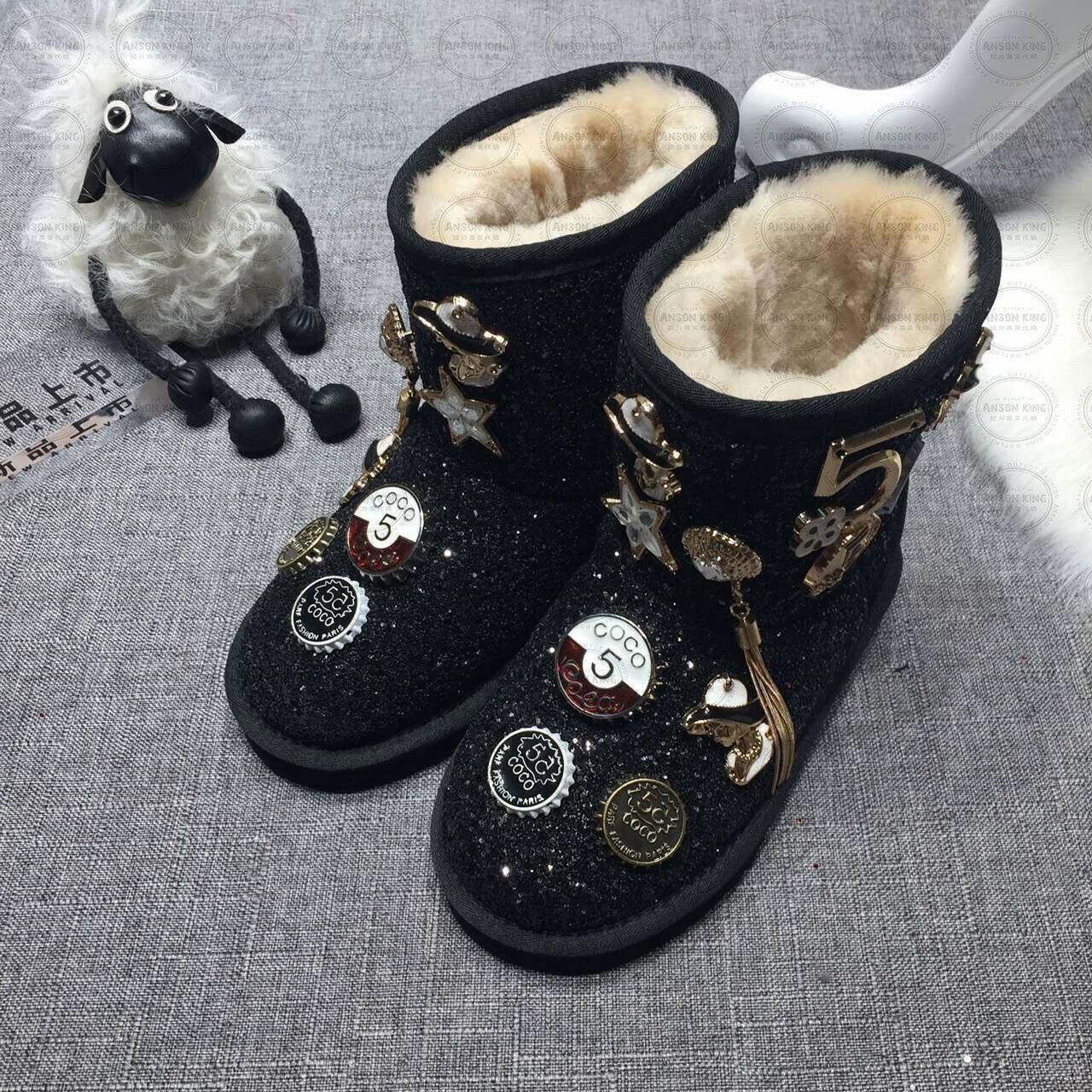 OUTLET正品代購 澳洲 UGG 聖誕款徽章 兒童雪靴 中長靴 保暖 真皮羊皮毛 雪靴 短靴 黑色 0
