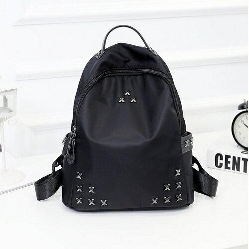 【鉚釘尼龍韓劇同款後背包】 韓版流行後背包 學院風旅行包 書包-時尚玩包