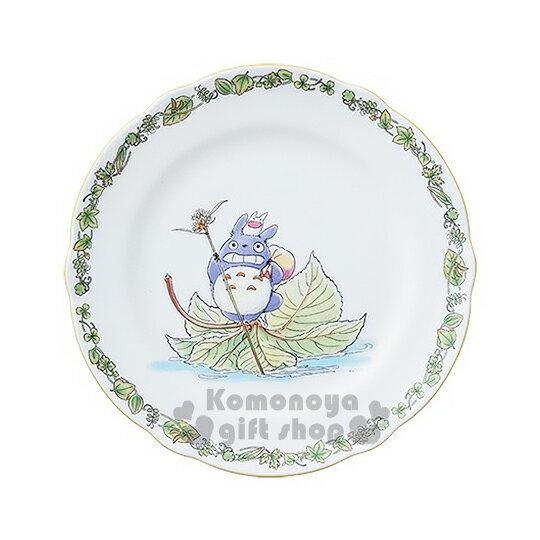 〔小禮堂〕宮崎駿 Totoro龍貓 骨瓷盤子《白.樹葉.拿包袱.站姿》Noritake精緻陶瓷