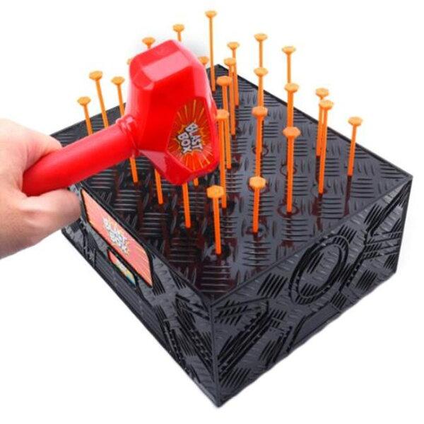 塔克玩具百貨:敲盒子blastbox敲釘遊戲槌釘遊戲敲打盒子敲釘遊戲敲圖釘敲槌子桌遊【塔克】