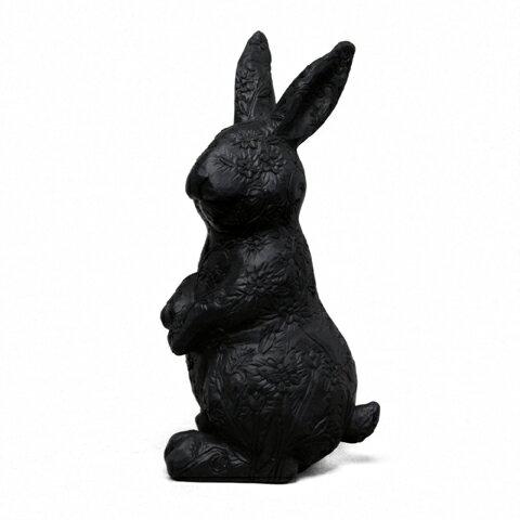 縱身花叢的黑兔(M)