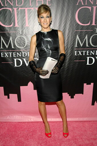 Sarah-Jessica-Parker-Wearing-An-Alexander-Mcqueen-Resort-Dress-And-Manolo-Blahnik-Shoes-At-Arrivals-For-Dvd-Launch-Party-For-Sex-And-The-City-T