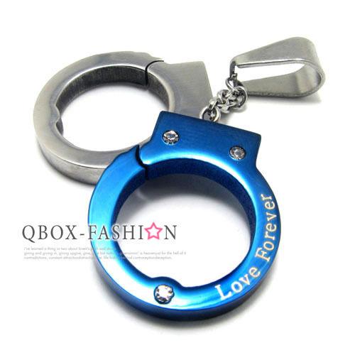 《 QBOX 》FASHION 飾品【W10015149】精緻個性雙色扣住愛情手銬316L鈦鋼墬子項鍊