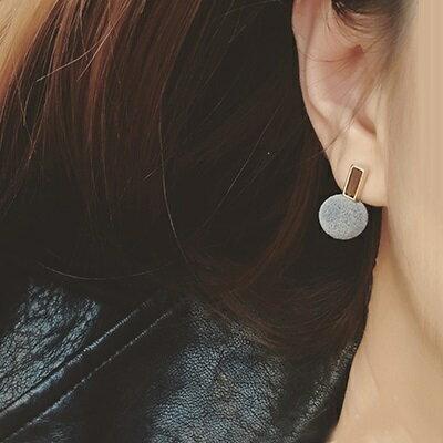 耳環~AngelNaNa 韓 復古優雅毛球球 絨球 耳環 耳釘~RA0001~