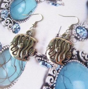 飾品 熱賣 複古古銀色精致ABS小魚耳環耳釘 6g