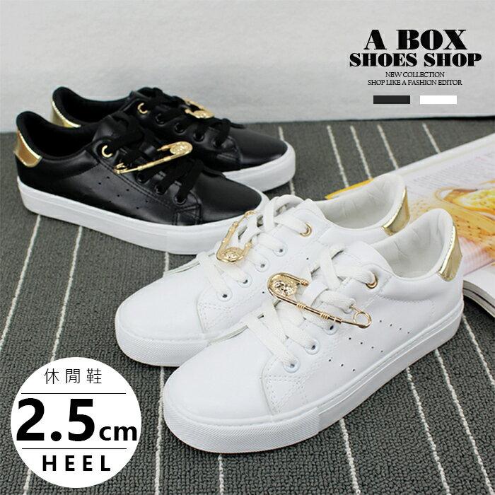 【KP6782】小白鞋 滑板鞋 綁帶運動休閒鞋 金屬別針設計 百搭簡單時尚皮革 2色