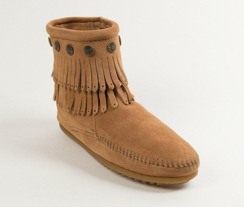 【Minnetonka 莫卡辛】土黃色 - 雙層麂皮流蘇踝靴 0
