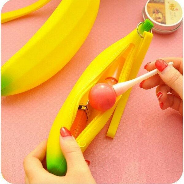 BO雜貨【SV6351】創意可愛香蕉矽膠零錢包 筆袋 收納包 化妝包 防水袋 鑰匙包