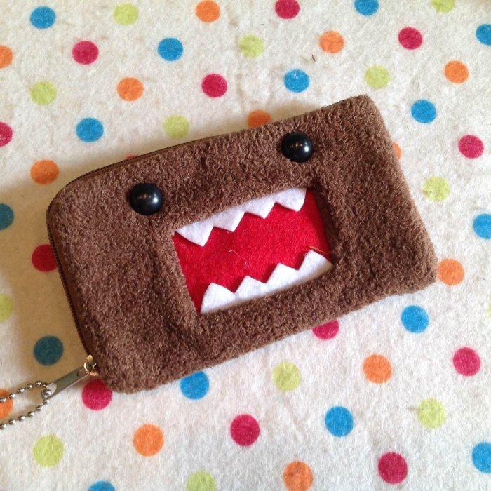 =優生活=【現貨現貨】日本吉祥物多摩君DOMO立體L形零錢包 可愛錢包 收納包 手機包