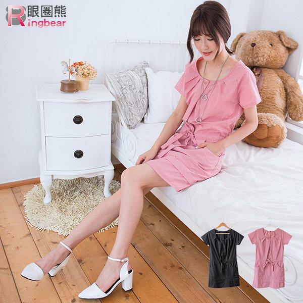 洋裝--胸前壓摺腰際鬆緊蝴蝶結圓領短袖長上衣/洋裝(黑.粉M-2L)-D330眼圈熊中大尺碼