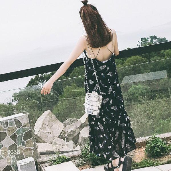 夏日渡假沙灘羽毛印花露背雪紡長洋裝連身裙【93-16-8131-18】ibella艾貝拉