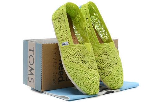 【TOMS】果綠色蕾絲鏤空繡花平底休閒鞋  Neon Lime Crochet Women's Classics 7