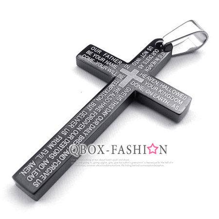 《 QBOX 》FASHION 飾品【W10022753】精緻個性經文十字架316L鈦鋼墬子項鍊(黑)