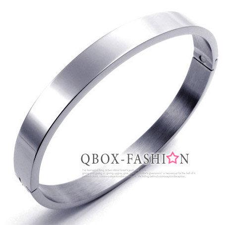 《 QBOX 》FASHION 飾品【W10022074】 精緻個性銀色百搭素面環扣316L鈦鋼手鍊/手環