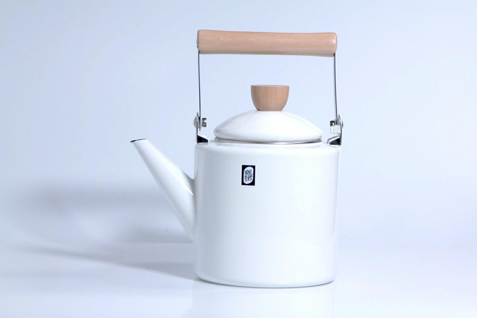 【泰國 SCM】木把圓筒琺瑯茶壺 2.0L 炊煙白