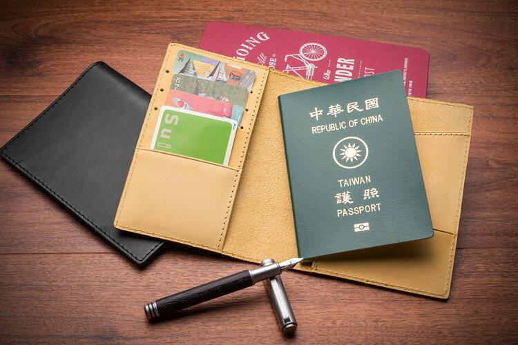【LIEVO】EASY - 真皮感應護照套