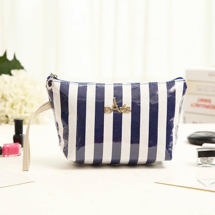 <br/><br/>  新款韓版毛線直條紋手拿多功能化妝洗嗽包-藍色<br/><br/>