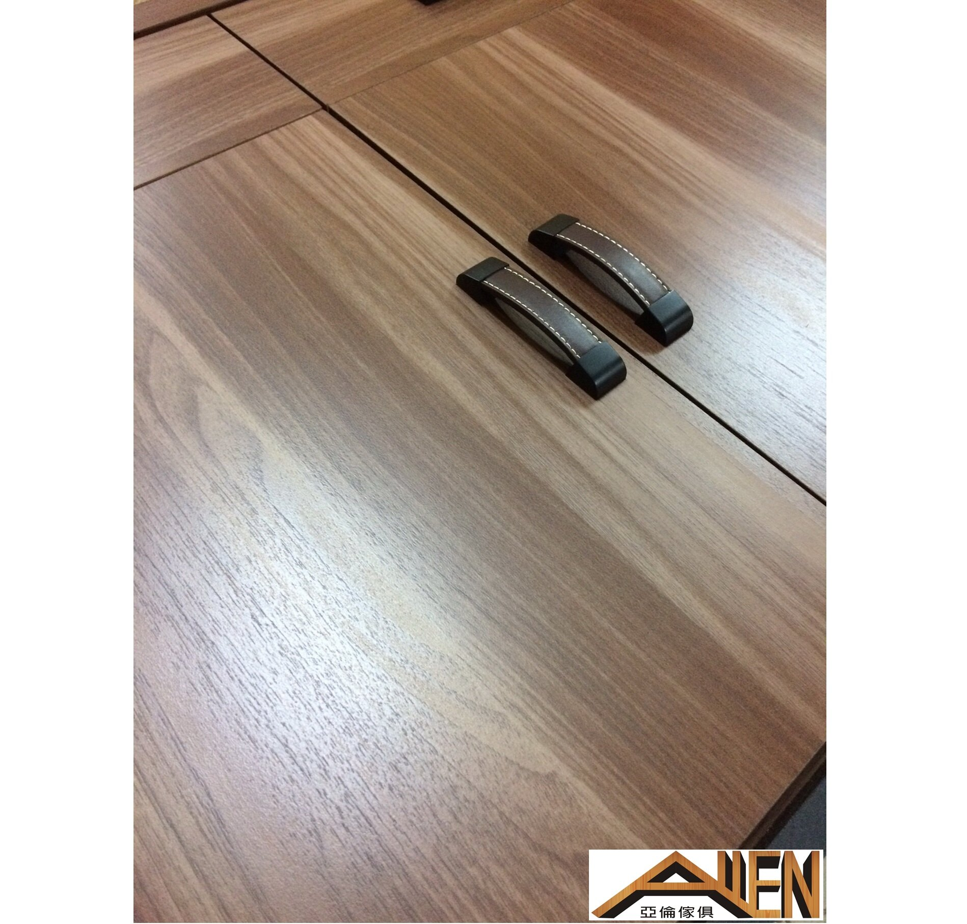 亞倫傢俱*亞當斯立體木紋床頭櫃 1