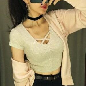 美麗大街~KA153~ 百搭簡約純色交叉綁帶低領修身短袖T卹女短款