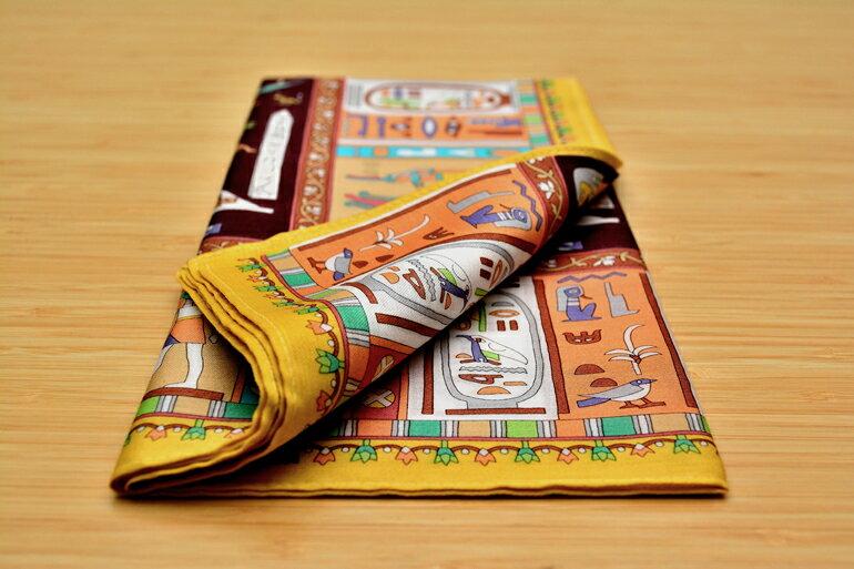 日本集采苑 - Kodaibunmei Series 古代文明手帕/方巾/頭巾(深棕)手帕/方巾/頭巾禮品袋《日本設計製造》《全館免運費》,鮮豔花卉圖騰手工染製