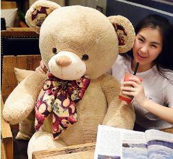 美麗大街【HB107031209】新款印花領結泰迪熊玩偶(80cm)