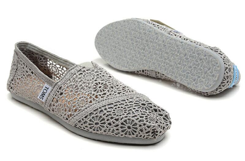 【TOMS】灰色蕾絲鏤空繡花平底休閒鞋  Grey Crochet Women's Classics【全店免運】 4