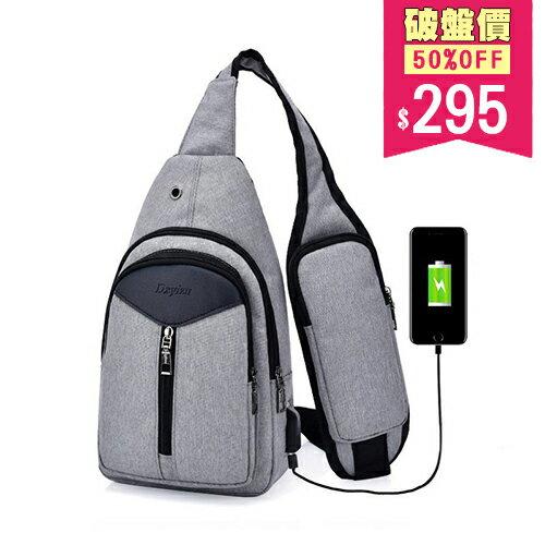 <br/><br/> 男女款胸包 多隔層手機肩袋附耳機孔 外接USB 手機 充電接口 斜背包 包飾衣院 J1126 現貨+預購(附發票)<br/><br/>
