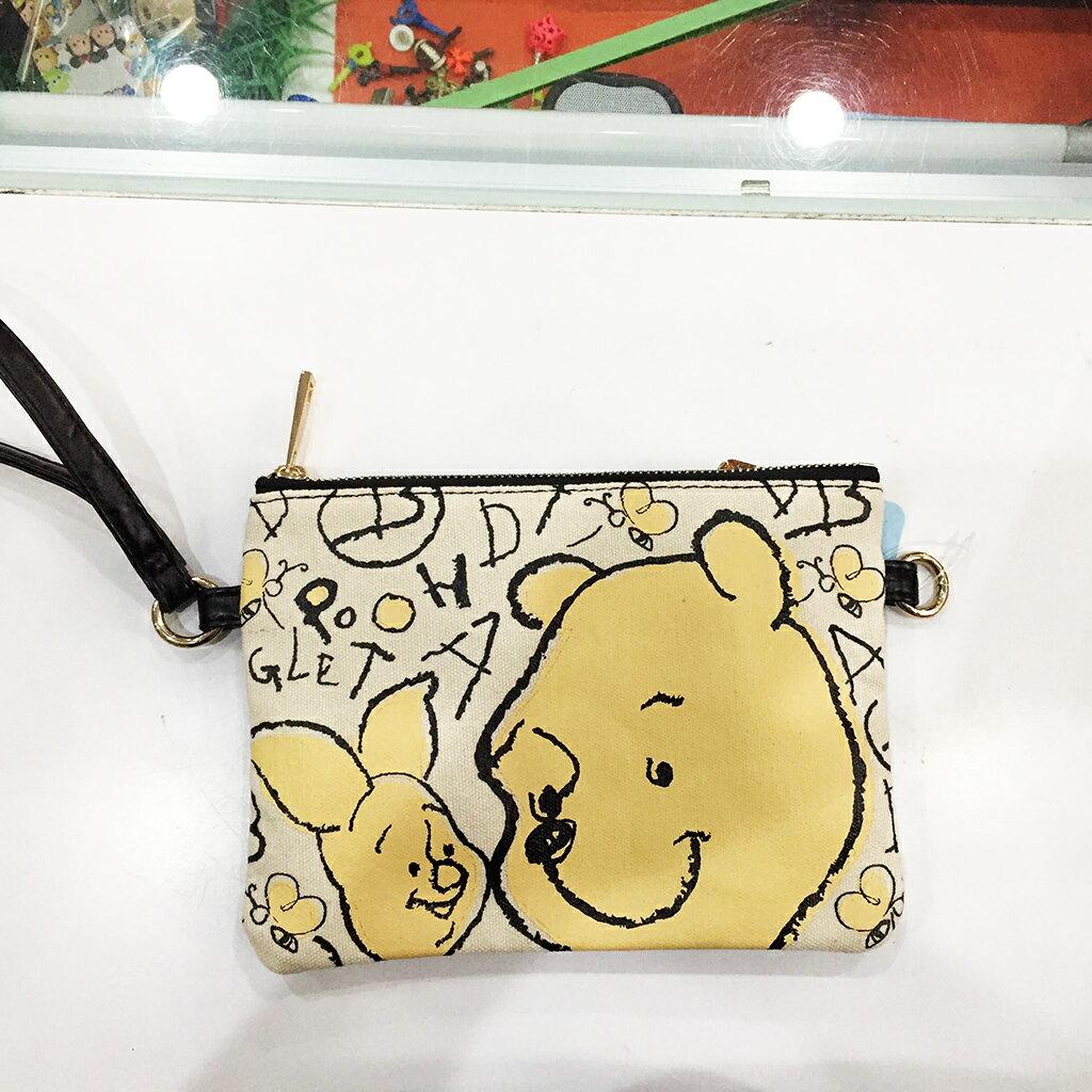 【手繪維尼】迪士尼 正版 皮革手機包 側背包 斜背包 手提包 手拿包 零錢包 化妝包 附背繩