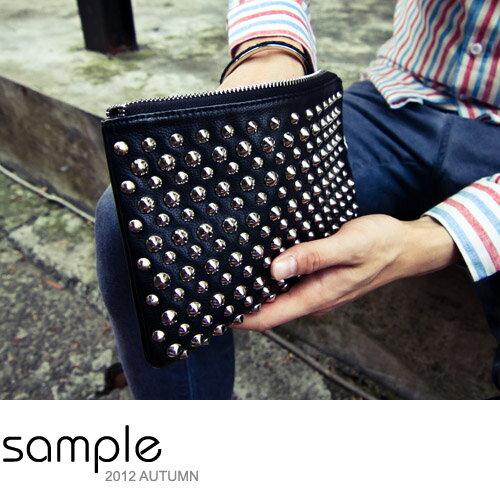 <br/><br/> 咖啡色 Sample【SA3206】龐克卯釘手拿包 資料袋 零錢包<br/><br/>