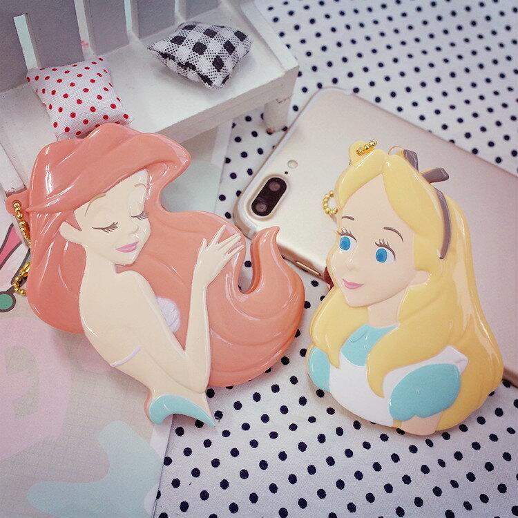 PGS7 日本迪士尼系列商品 - 日本 迪士尼 公主 吊飾型 摺疊 梳子 隨身梳 愛麗兒 愛麗絲【SWJ61249】
