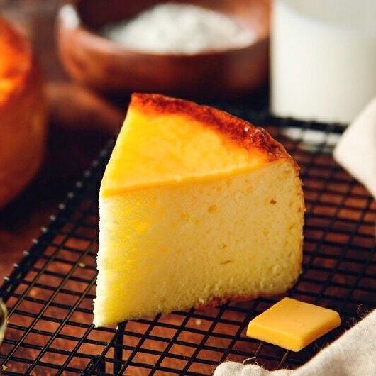 日式岩燒起士蜂蜜蛋糕/6吋/濃郁的蜂蜜香味,卻甜而不膩,有著日本長崎蛋糕的柔軟綿密,表面鋪上多層次乳酪口感 細膩多變的滋味,令人陶醉其中~