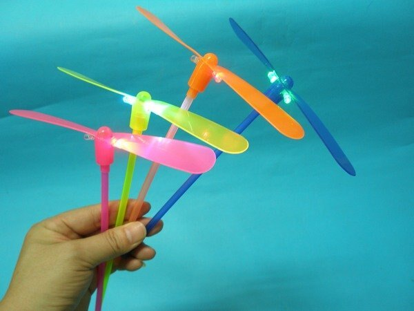 LED傳統竹蜻蜓 LED竹蜻蜓 DIY竹蜻蜓 T型膠桿^(五彩光 傳統型^) 一袋12組入