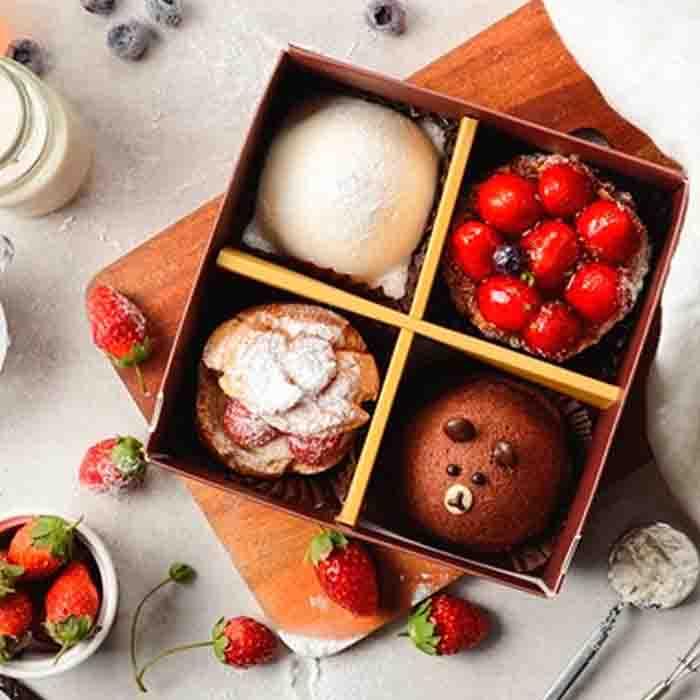 (免運)冬季限定聖誕甜點!草莓季限定~幸福草莓四宮格~小朋友最喜愛熊熊蛋糕,草莓起士派,Q軟麻吉雪媚娘及酥脆草莓泡芙~一次帶給你4種幸福享受 0
