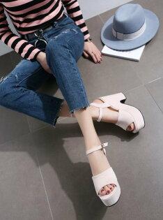 Pyf♥寬版一字絨面厚底粗跟涼鞋高防水台顯瘦修飾比例43大尺碼女鞋