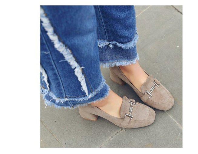 <br/><br/>  Pyf ? 金屬飾扣 方頭粗跟絨面 超穩好走粗高跟鞋 42 大尺碼女鞋<br/><br/>
